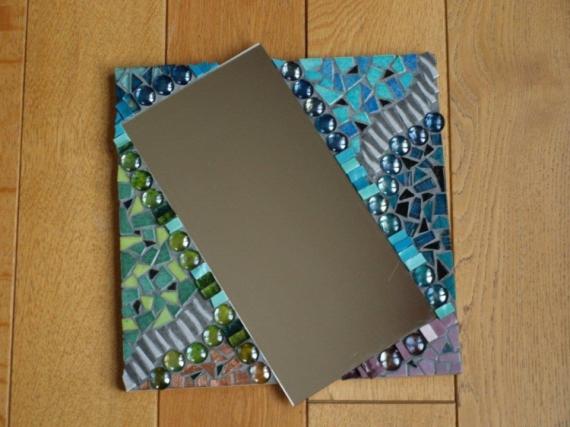 ARTISANAT D'ART Miroir mosaïque multicolore  - Vue de travers... (VENDU)
