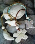 sculpture animaux porte cle paquerette en argile cadeau fete des pere cadeau paques : porte clé ou attache rétro d'un papillon, d'une coccin