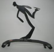sculpture sport homme sport statue metal : Patineur en acier brossé