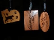 bois marqueterie autres porte cle bois gravure vernis : PORTES-CLéS PYROGRAVéS