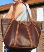 art textile mode cuir sac cabas pleine fleur : CABAS ECUYERE cuir marron cognac perforé