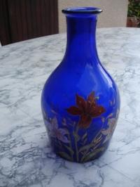vase bleu peint