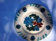 autres fleurs : assiette à la fleur bleue