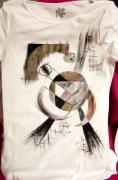 art textile mode abstrait clin d oeil tshirt femme originale personnalise : Clin d'oeil