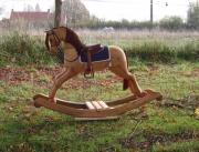 sculpture animaux cheval bascule bois : Le petit cheval de bois
