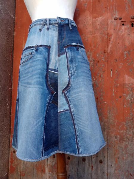 ART TEXTILE, MODE recyclage jupe jeans denim  - Jupe mi-longue PATCHWORK BLUE JEANS