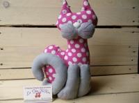 chat tissu fuchsia à pois écrus