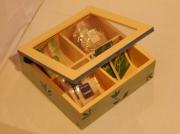 deco design fleurs boite ,a the jaune et bleu vert fleur decoration : boite à thé