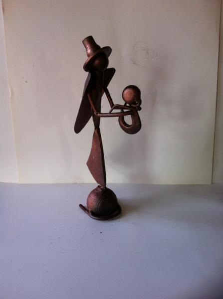 ARTISANAT D'ART sculpture vieux outils pont saint esprit france Personnages  - Mère et l'enfant a la cape