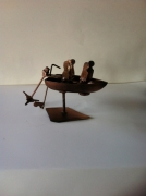 sculpture marine sculpture vieux outils pont saint esprit france : La barque