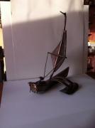artisanat dart marine sculpture vieux outils pont saint esprit france : La barque camargaise