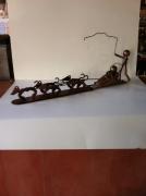 sculpture personnages sculpture vieux outils pont saint esprit france : le traîneau aux chiens