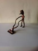 artisanat dart personnages sculpture vieux outils pont saint esprit france : Le jardinier
