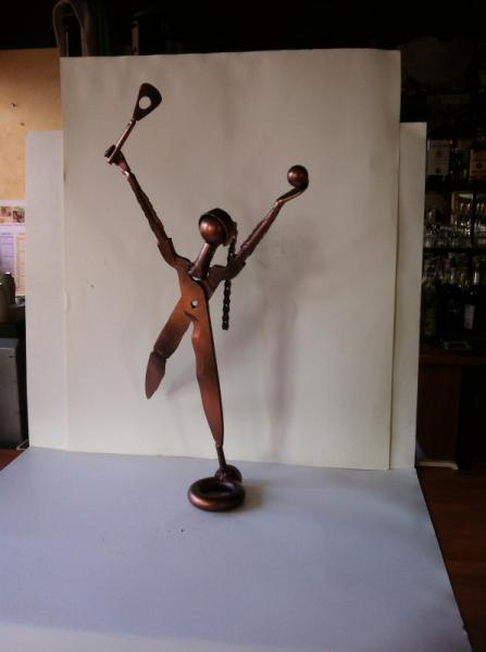 ARTISANAT D'ART sculpture vieux outils pont saint esprit france Personnages  - La tenismen