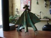 artisanat dart personnages sculpture vieux outils pont saint esprit france : les amoureus sur un banc