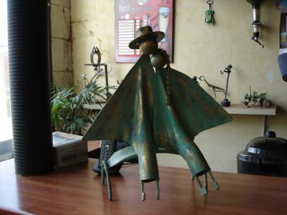 ARTISANAT D'ART sculpture vieux outils pont saint esprit france Personnages  - les amoureus sur un banc