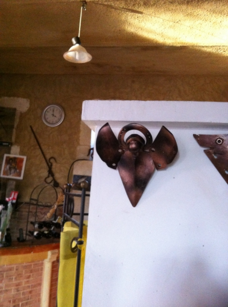 ARTISANAT D'ART sculpture vieux outils pont saint esprit france Personnages  - L'ange aplique