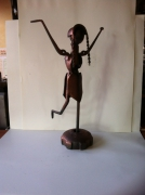 artisanat dart personnages sculpture vieux outils pont saint esprit france : La danseuse aux tresses