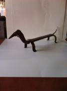 crafts animaux sculpture vieux outils pont saint esprit france : Basset plat