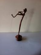 sculpture personnages sculpture vieux outils pont saint esprit france : saxophoniste clou