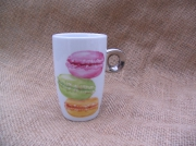 ceramique verre autres macarons tasse porcelaine peint : Petit mug macarons