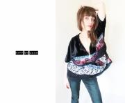art textile mode abstrait geometrique assymetrique drapes folklo : Top sweat zipé velours , tartan et maille zipé oversized et conf