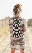 art textile mode abstrait amerindien incrustations tribal robe : Robe tunique coton imprimé dentelles et galons blancs, écrus