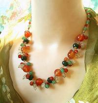 Collier grappe orange vert, pierres agate mousse, jade, aventuri