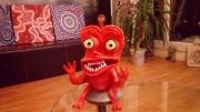 sculpture personnages orange alien sourir terre cuite : Alien