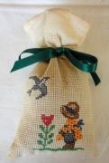 art textile mode personnages sac ,a lavande jardinier broderie fleurs : Sac à lavande le jardinier