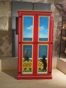 deco design animaux armoire rouge chat original : Armoire rouge peinte à la main