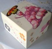 deco design fleurs boite fleurs papillons : Boîte à secret