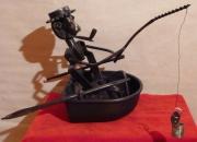 sculpture scene de genre pecheur barque pipe bredouille : MAUVAISE PECHE
