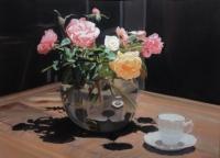 Roses de mon jardin en clair-obscur, vase rond transparent