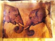 ceramique verre animaux plat verre elephant marron : Les elephants