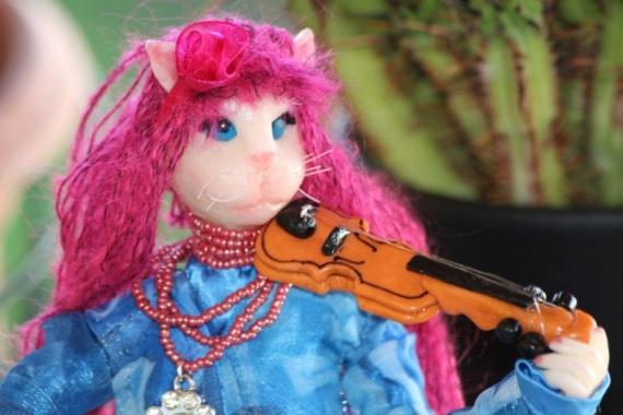 AUTRES poupée décoration violon chat Personnages  - Mya..chatte musicienne