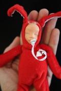 autres personnages bebe personnage lapin tissu : bébé..lapin rouge
