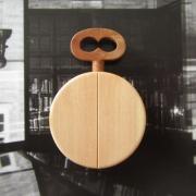 bijoux autres broche pendentif montre gousset cognassier : Broche ou pendentif en bois