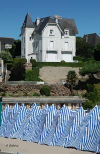 villa et cabines sur la plage