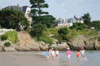 enfants sur la plage de Saint-Lunaire