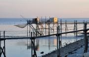 photo marine carrelets aube marine pecheries : premier soleil sur les carrelets