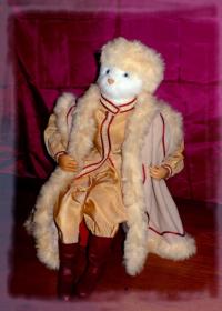 marionnette de chat en costume russe