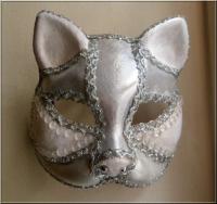 masque argenté et blanc