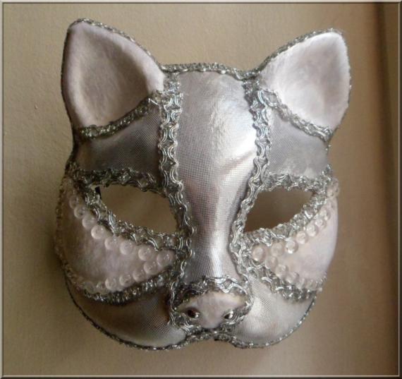 ARTISANAT D'ART art animalier masque venitien chat Animaux  - masque argenté et blanc