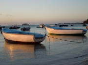 photo marine barque bateau mer : 2 barques filet rouge