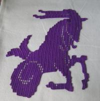 Capricorne Napperon violet crochet filet