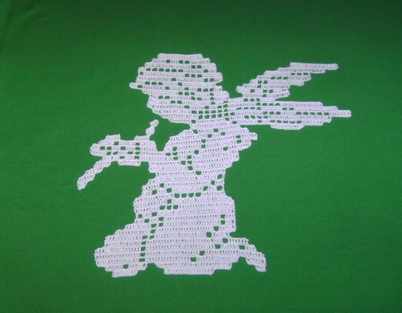 ARTISANAT D'ART napperon ange romant création napperon ar ange chérubin décoration linge de Personnages  - Napperon ange à la flûte création crochet fait main.