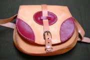 """art textile mode autres sac en cuir besace bicolore cadeau : sac besace en cuir, bicolore, à bandoulière """"Framboise"""""""