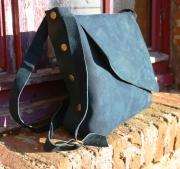 art textile mode autres sac en cuir besace bandouliere pratique : besace à bandoulière en nubuck bleu pétrole