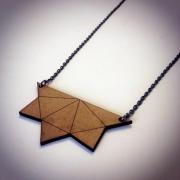 """bijoux abstrait collier bois triangle artisanal : Collier en bois """"Triangle à 5 pointes"""""""